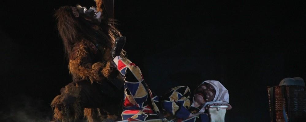 L'Arlecchino «vagabondo» del Tascabile Apre l'edizione 2019 di «Arcate d'Arte»