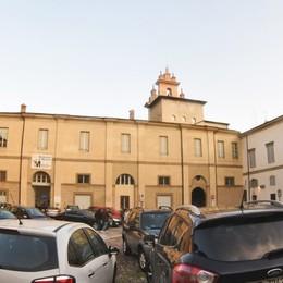 Contro il parcheggio selvaggio in piazza Cittadella arrivano i plinti