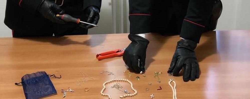Donna evade dagli arresti domiciliari  Poi furto in abitazione con aggressione