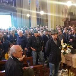 Dagli alpini all'Aido per l'ultimo saluto Folla ai funerali di Giovanni Cortinovis