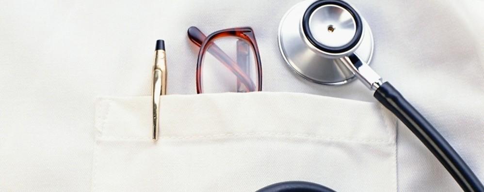 Frode alla sanità per un milione di euro Cinque medici scoperti e denunciati
