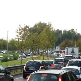 Ecco come evitare code e traffico Incidente, code sull'A4 in direzione Milano
