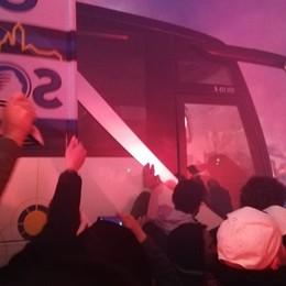 «Atalanta, tutti a Roma» – Foto e tre video  I giocatori entrano a piedi in mezzo ai tifosi