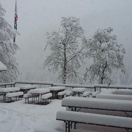 È maggio ma arriva la neve - Foto Imbiancate le Orobie sopra i mille metri
