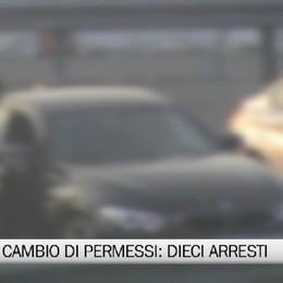 Soldi in cambio di permessi: dieci arresti