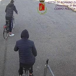 Baby gang delle bici a Romano Due giovani incastrati dalle telecamere