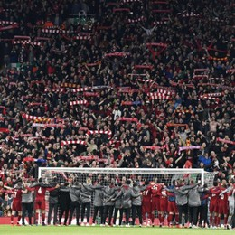 This is Anfield: uno stadio, una squadra, un popolo. Qui Liverpool, preparate i fazzoletti