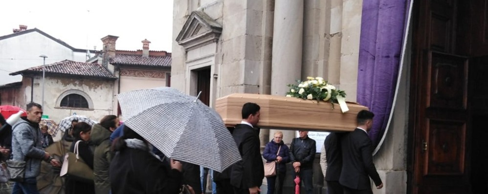 Urgnano piange il suo papà - Foto Sotto la pioggia folla per Nicholas