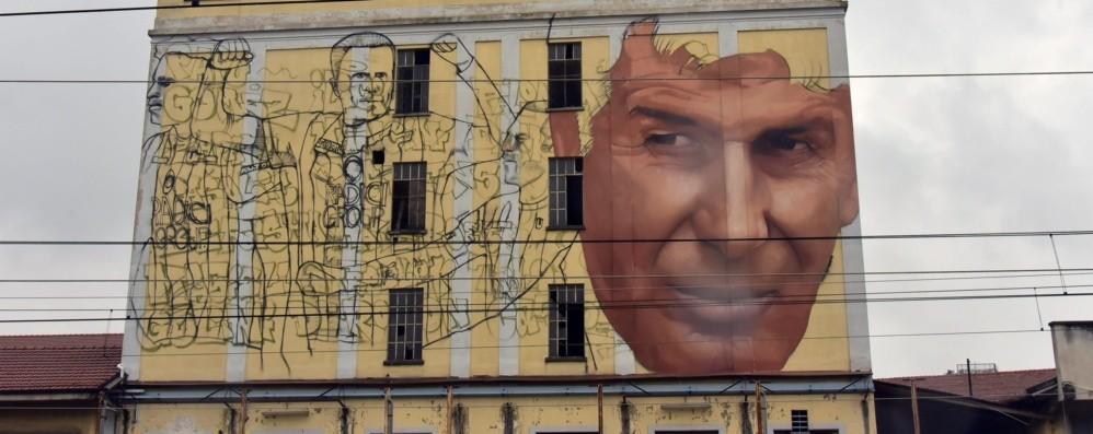 Al via il murale per l'Atalanta - Foto Ecco il volto di Gasperini in via Rovelli