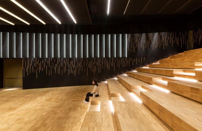 L'interno del teatro Giovanni XXIII