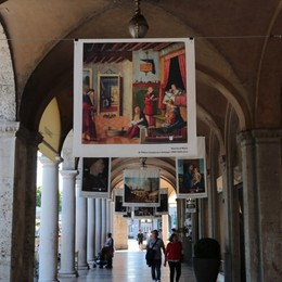 Opere d'arte in lino sul Sentierone La filiera internazionale nata a Bergamo
