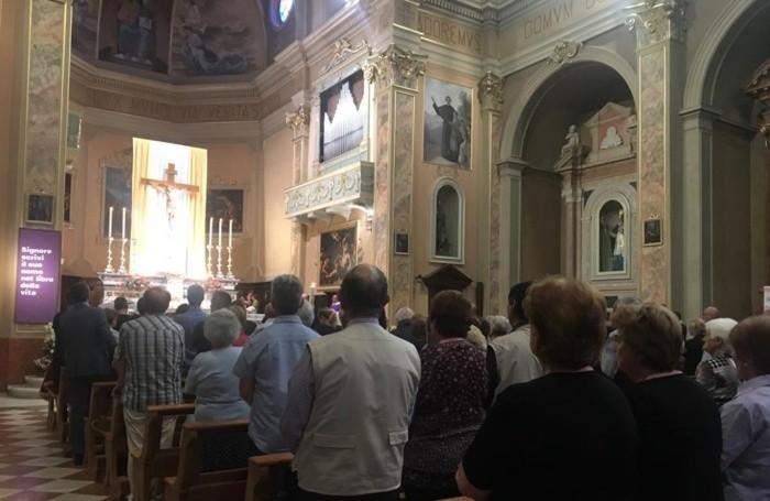 La chiesa gremita per l'ultimo saluto a Damiano