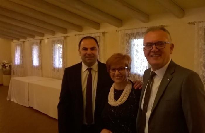 A sinistra Angelo Murabito,  segretario generale della Funzione pubblica (FpCisl) di Bergamo con  Catia Dezio e Mario Gatti