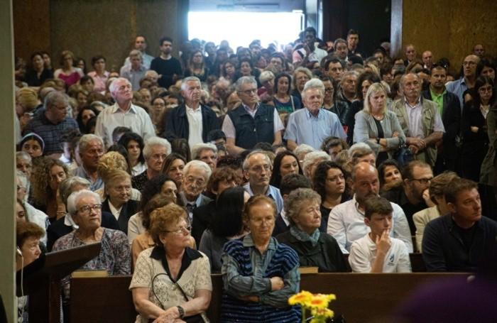 la chiesa parrochiale di Curno durante il funerale di Lucia Locatelli