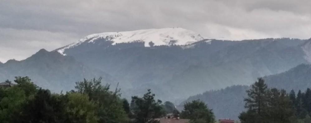Il Monte Pora tutto bianco a giugno Sembra neve ma sono chicchi di ghiaccio