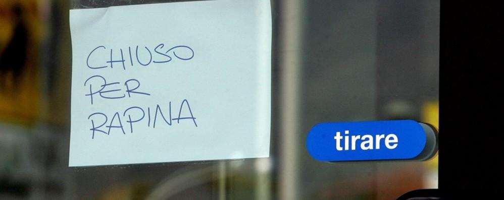 Scanzorosciate, rapina in banca Minacciano gli impiegati, via 7.000 euro