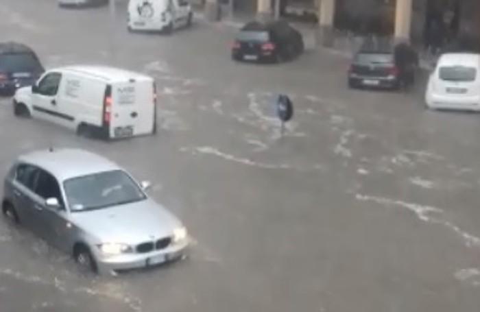 Auto nell'acqua in centro a Costa Volpino