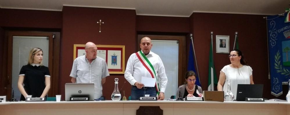 Foto del sindaco alla tomba di Mussolini Chignolo, polemica al primo Consiglio