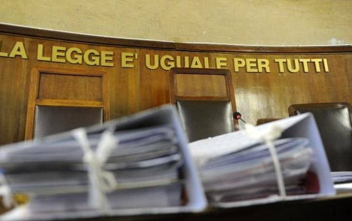 «Spillò 600 mila euro con i rituali» Maga a processo, vittima bergamasca