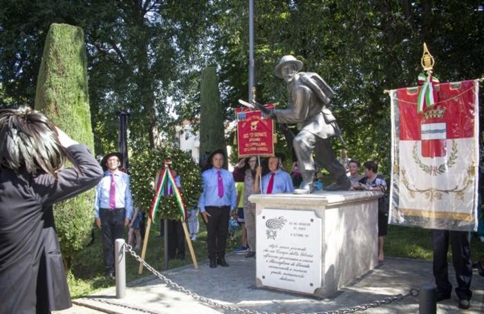 Il monumento di via Dante
