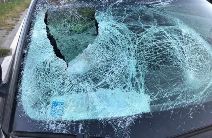 Il vetro anteriore dell'Audi3