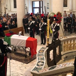 L'addio al carabiniere Emanuele Anzini  La figlia: «Nell'esercito per te» - Video
