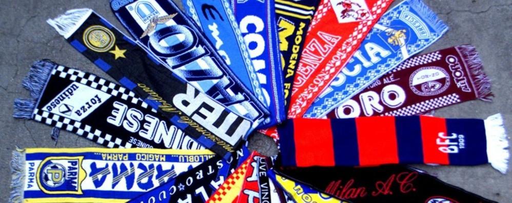 Un milione di sciarpe di squadre di calcio false Prodotte a Bergamo, maxi sequestro