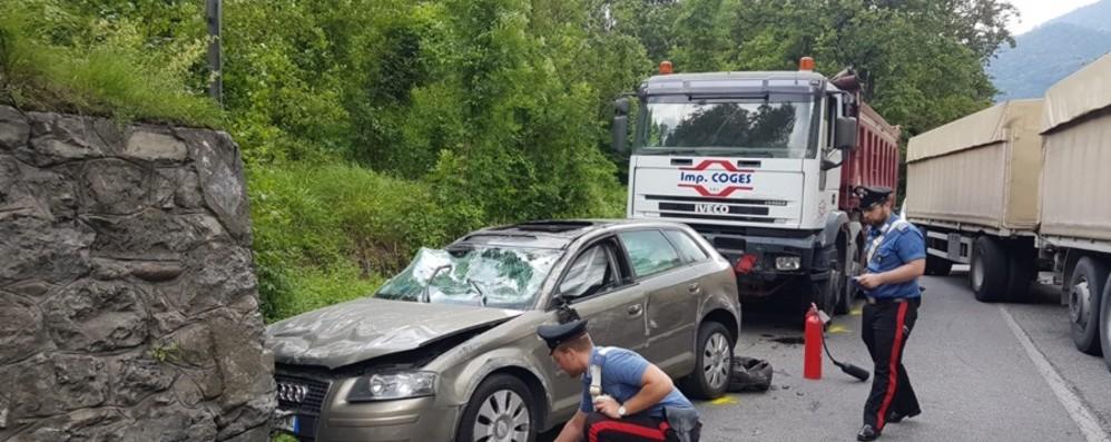 Casnigo, auto contro un muro L'incidente al Ponte del Costone
