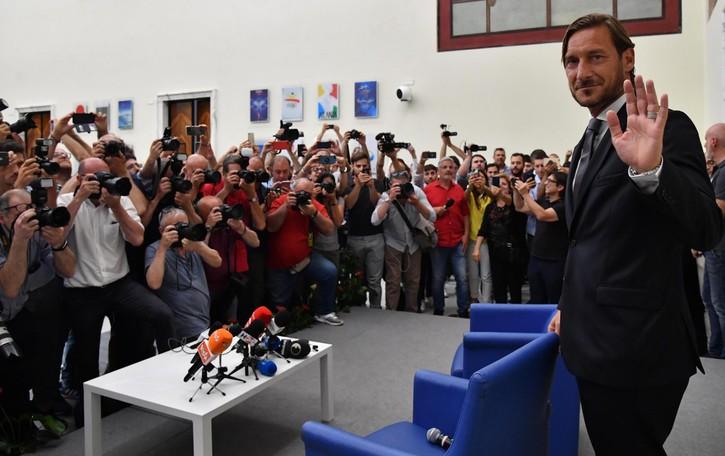 Il caso Totti, la lezione di Stromberg. Quando la bandiera diventa un peso