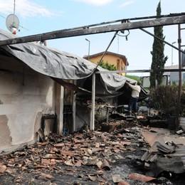 Appiccò il fuoco fuori da un bar a Paratico Operaio di Sarnico 9 mesi ai domiciliari