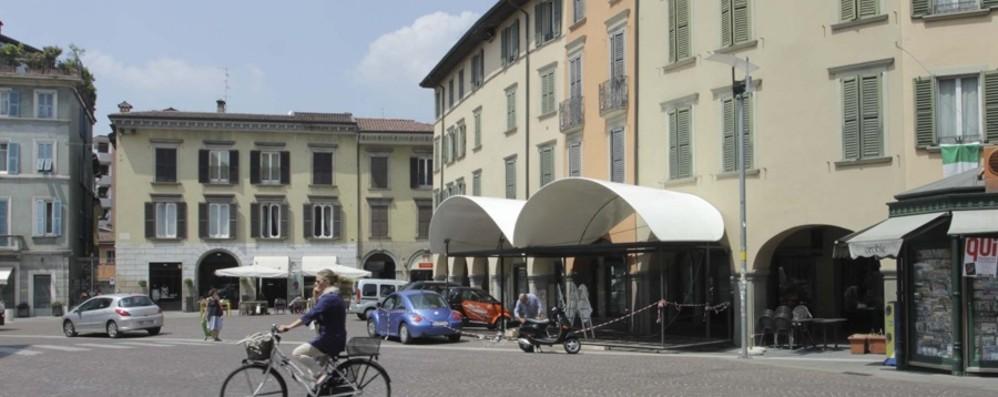Bergamo, borseggia una donna in centro Condannata a due anni e  liberata