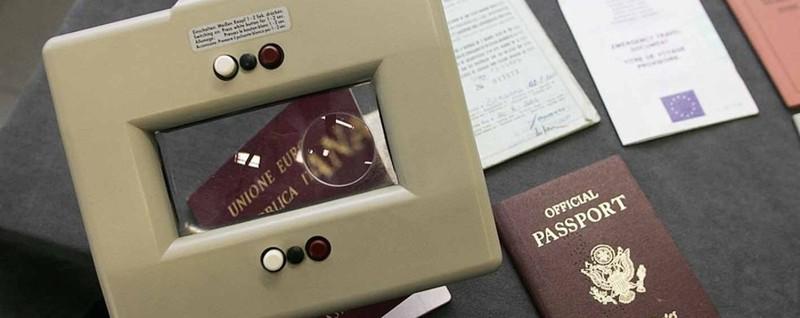 Documenti falsi, boom per l'Irlanda «Lassù trovare lavoro è più facile»