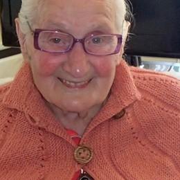 Il «grazie» della regina Elisabetta a una nonna di Gromo