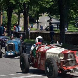 Bergamo Historic Gran Prix spettacolare Grande folla sulla Mura - Guarda le foto