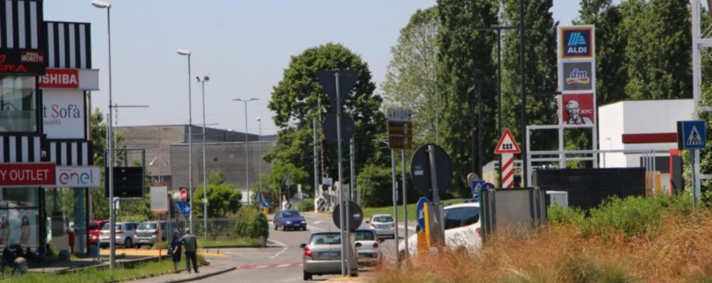 La Briantea e   il traffico a Curno Si allungano i tempi al passaggio a livello