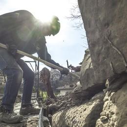 Operazione Mura, avanti con i lavori «Noi come i muratori di allora» - Video