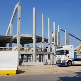 Stadio, arriva la delegazione Uefa Posate le prime strutture per la copertura