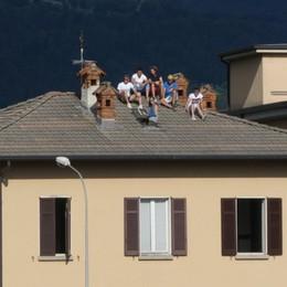 Clusone, fin sui tetti per vedere l'Atalanta Ovazione per l'esordio di Muriel-Foto/Video