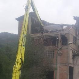 Addio alla vecchia fornace Le ruspe in azione a Cisano - Video