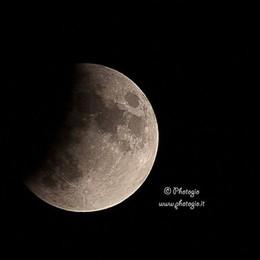 La notte dell'eclissi parziale - Foto A 50 anni esatti dallo sbarco sulla luna