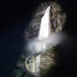 Cascata in notturna Spettacolo mozzafiato