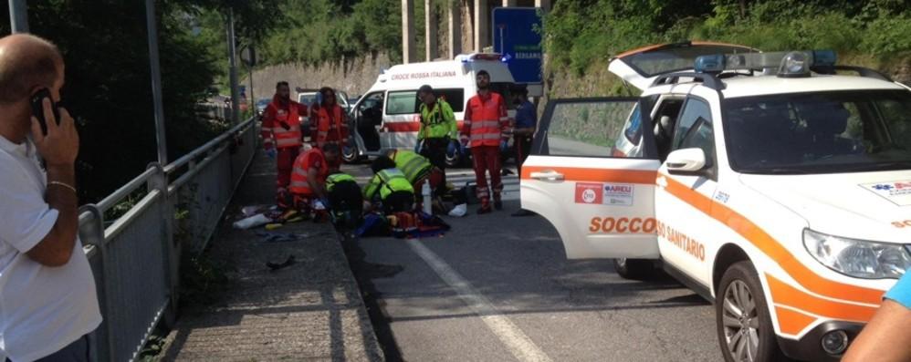 Donna di 67 anni investita a Lenna In ospedale con l'elicottero, è grave