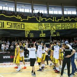 Tiri liberi sul basket orobico Bergamo, l'impazienza della tifoseria