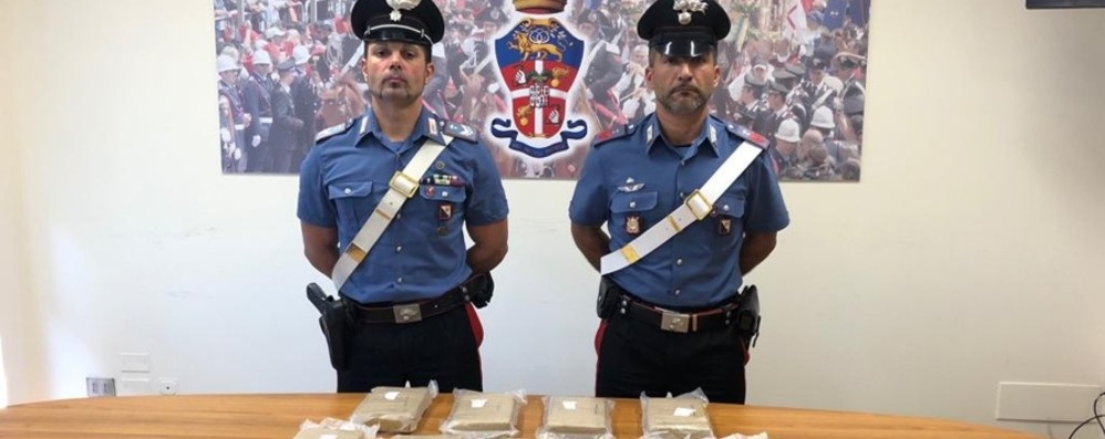 In auto con moglie, figlio e 11 kg di cocaina Bergamasco fermato in Sardegna - Video