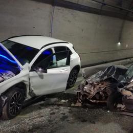 Costa Volpino, tamponamento  in galleria Due feriti lievi, traffico rallentato
