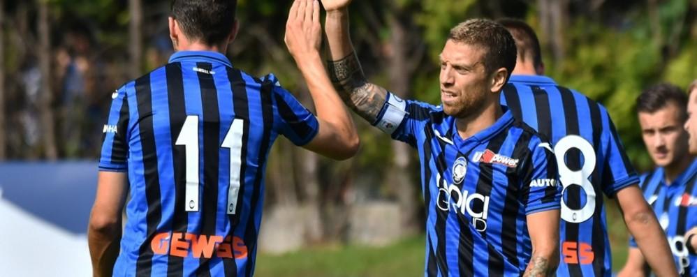 Sei gol al Renate, l'Atalanta dà spettacolo E ora la trasferta inglese - Foto e video