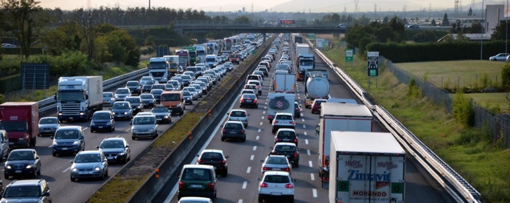 Incidente in A4, code verso Brescia Coinvolto un camion, quattro feriti