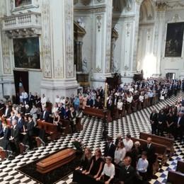 «Capitano d'industria di grande umanità» In Duomo l'addio a Giampiero Pesenti