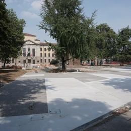 A Bergamo ecco la nuova piazza Alpini «Ma il mercato slitterà ad ottobre»