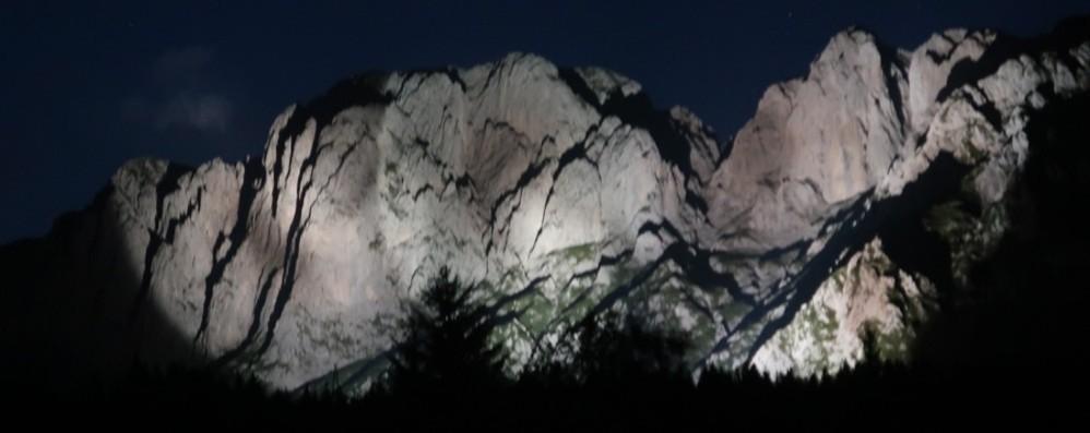 Che meraviglia a Castione La Presolana illuminata fa sognare